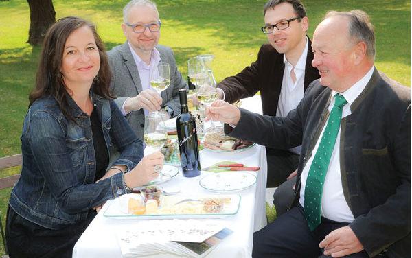 Die Heurigen haben jetzt auch im Weingarten Saison