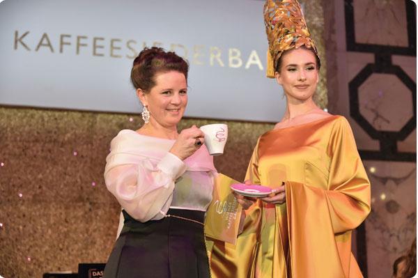 Vor der Eröffnung noch rasch ein Schälchen feiner Meinl-Kaffee