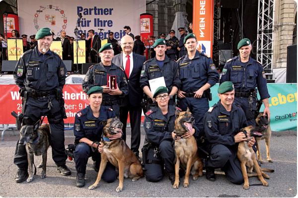 Die Polizeihunde Staffel demonstrierte spektakulär ihr Können.