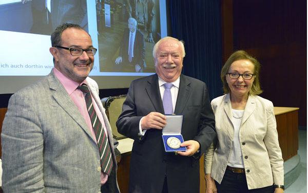 Ehrenmedaille des NHM für LH- Bgmstr Ökr Dr. Michael Häupl