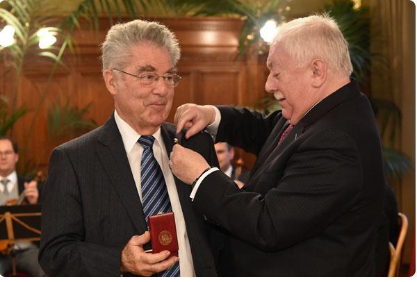 Bürgermeister Dr. Häupl ehrt den Bundespräsidenten a.D Dr. Heinz Fischer
