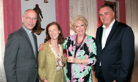 Konsulin Birgit Sarata bittet zum Frühlings – Cocktail