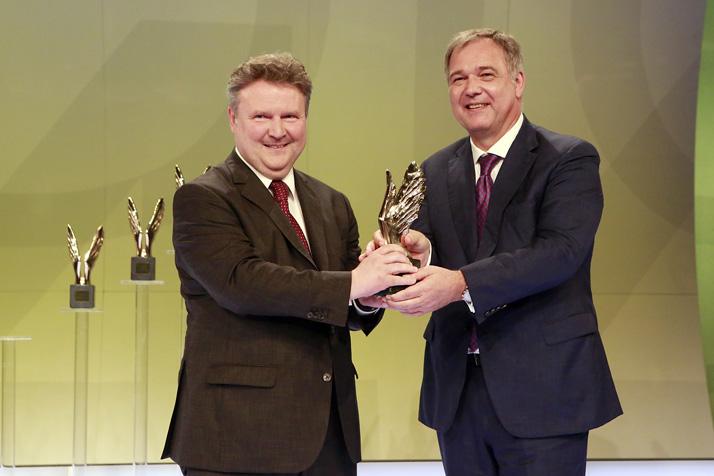 Merkur Awards f¸r Top-Leistungen an Handelsakademien und Handelsschulen verliehen