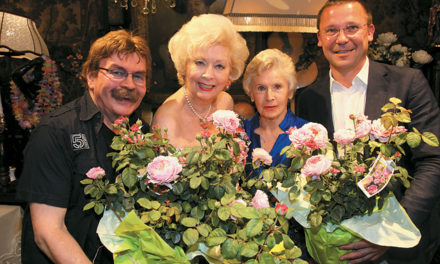 Eine neue Rose namens Birgit Sarata