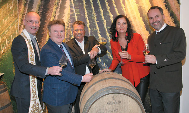 Feierliche Weintaufe am Weingut Cobenzl