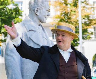 Wiener Fremdenführer/- Innen werden zu sprechenden Statuen