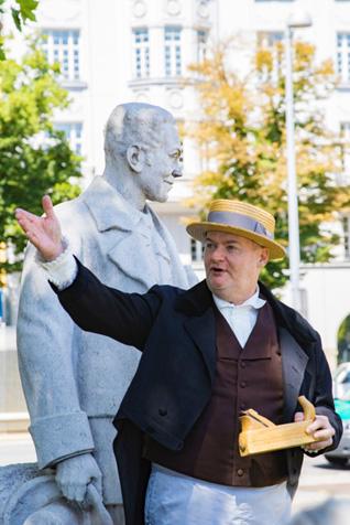 Speaking Statues Girardi 9 (C) WEHR & WEHR