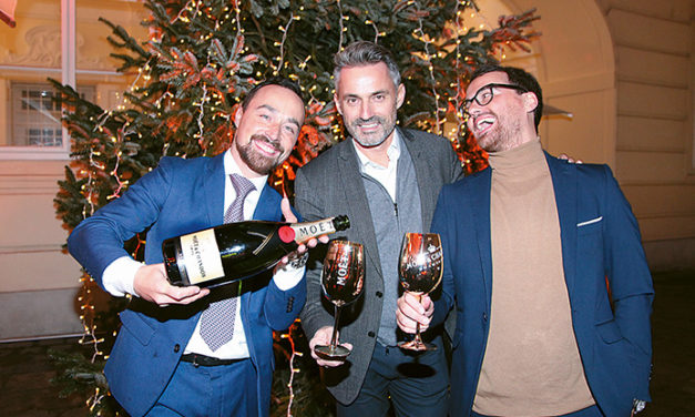 Champagner Genuss im Moet Impérial Winter Chalet