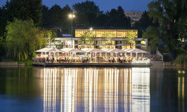 Sommer im Strandcafé an der alten Donau