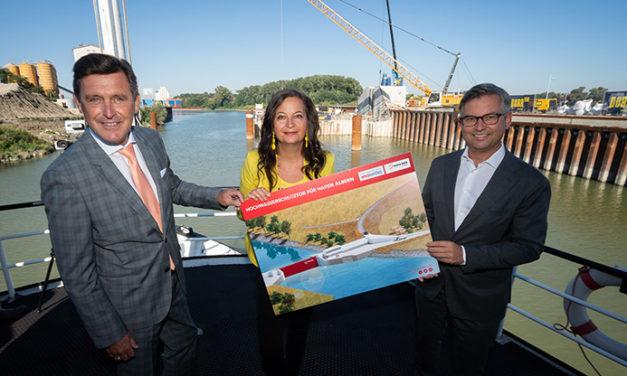Riesiges Hafentor macht Hafen Albern wasserdicht