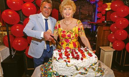 Unsere Konsulin Prof. Birgit Sarata feierte ihren Geburtstag mit Freunden im Marchfelderhof