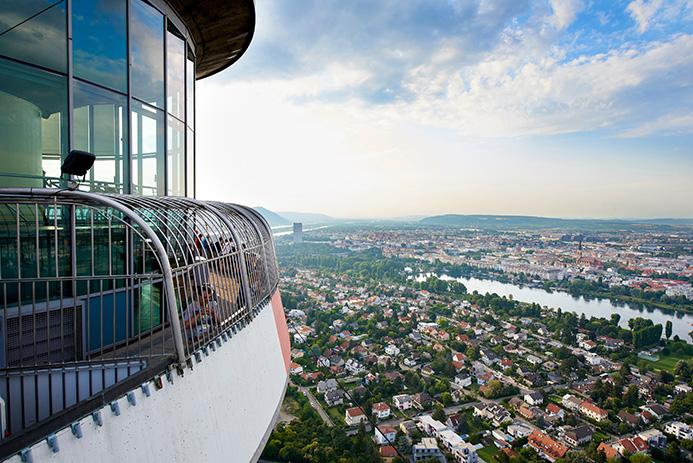 Ausblick-Richtung-Alte-Donau-c-Donauturm-Aussichtsturm-und-Restaurantbetriebsgesellschaft-m.b.H
