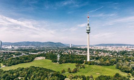 Rauf auf den Donauturm male die Wiener Skyline
