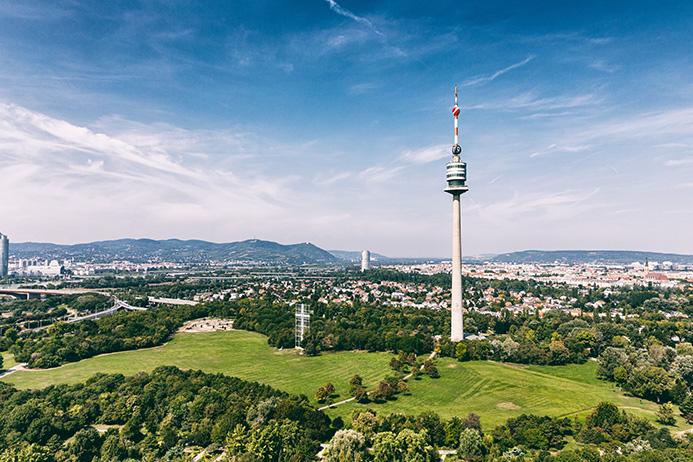 Donauturm-Landschaft-c-Donauturm-Aussichtsturm-und-Restaurantbetriebsgesellschaft-m.b.H